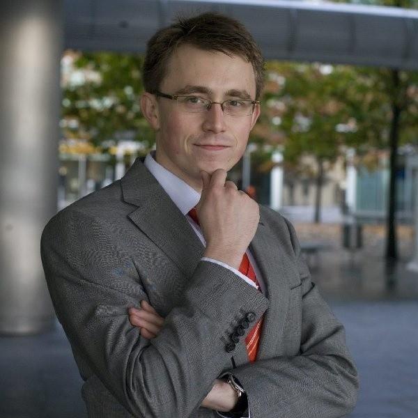 Ulubioną walutą inwestorów ciągle pozostaje frank szwajcarski, wiec może podrożeć - mówi Paweł Cymcyk