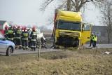 Dramatyczny wypadek w powiecie aleksandrowskim. Trzy osoby zginęły, dwie walczą o życie