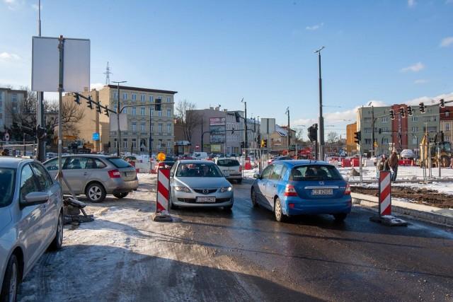 Pierwsze samochody od ronda Bernardyńskiego wjeżdżają na ul. Toruńską.
