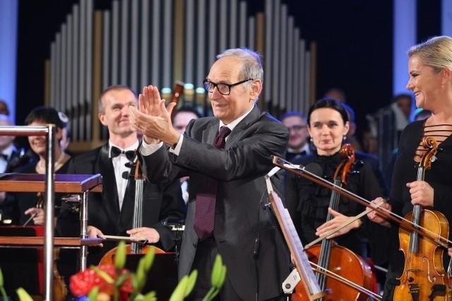 Ennio Morricone gratulował filharmonikom świetnego wykonania.