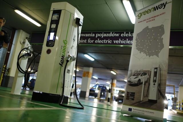Udział samochodów elektrycznych na polskim rynku, pomimo szybkiego przyrostu, wynosi zaledwie ok. 0,2 proc.
