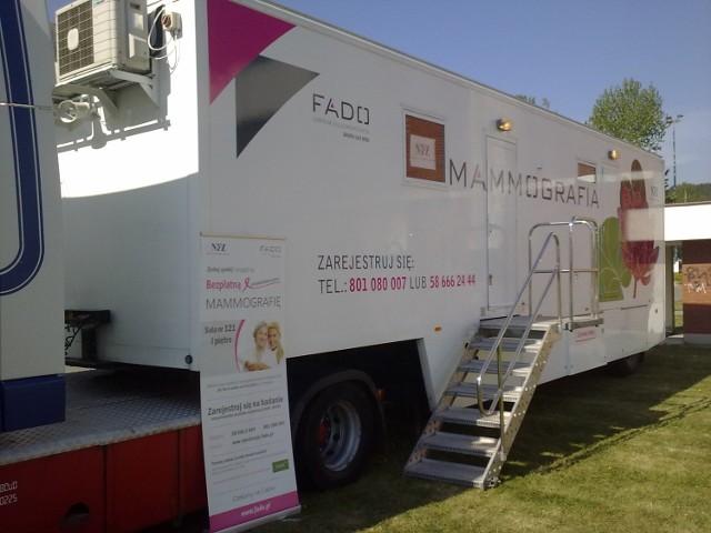 Mammografia, czyli rentgenowskie badanie piersi, to najbardziej skuteczna metoda w diagnostyce wczesnych objawów raka piersi.
