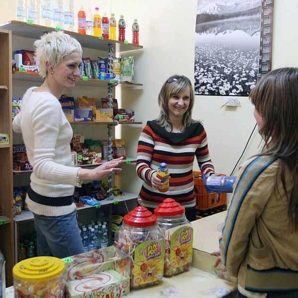 Soki, soczyste owoce, jogurty i przetwory mleczne mogą w szkolnym sklepiku kupować uczniowie Gimnazjum nr 2 w Rzeszowie. Dyrekcja postawiła warunek - będzie zdrowa żywność albo zamykamy.