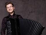 Maciej Frąckiewicz, nominowany do Paszportu Polityki, da recital akordeonowy