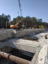 Budowa tunelu w Świnoujściu. Przygotowują plac do rozładunku maszyny drążącej