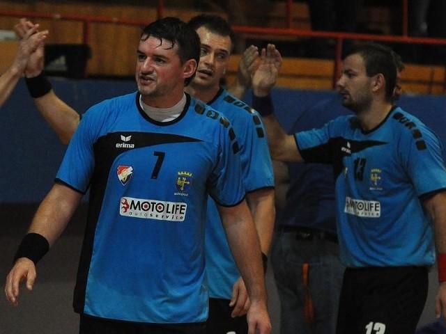 Michał Szolc, Marcin Śmieszek i Michał Drej wraz z kolegami z Gwardii mają powody do zadowolenia.
