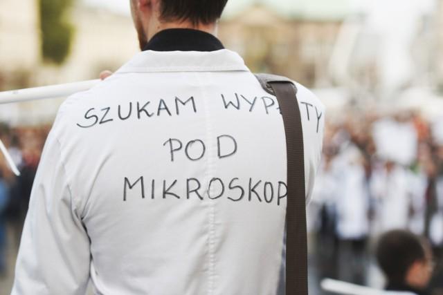 Protest lekarzy w Poznaniu, zorganizowany w październiku 2017 roku.