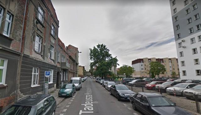 Mężczyzna grozi wysadzeniem budynku w powietrze. 32-latek zamknął się w mieszkaniu z 59-letnią matką.