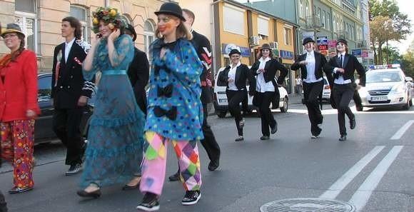 Rok temu festiwal rozpoczął kolorowy korowód, który przeszedł ulicami Białegostoku.