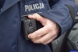 Kontrola drogowa. Policjant nagra jej przebieg kamerą