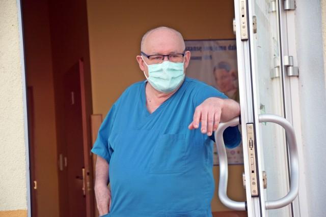 Jacek Smykał, kierownik klinicznego oddziału chorób zakaźnych w Szpitalu Uniwersyteckim w Zielonej Górze, od kilkunastu miesięcy, razem z całą załogą, walczy z pandemią koronawirusa. Oprócz tego pacjenci z COVID-19 byli i są leczeni w szpitalu tymczasowym.