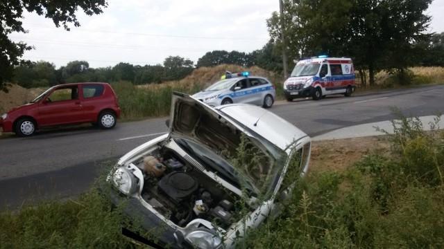 Wypadek w Syryni. Kierująca wpadła seicento do rowu