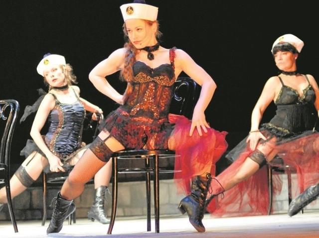 W musicalu taneczne popisy dają aktorki m.in. (od lewej): Marta Frąckowiak, Anna Haba, Anna Chabowska.