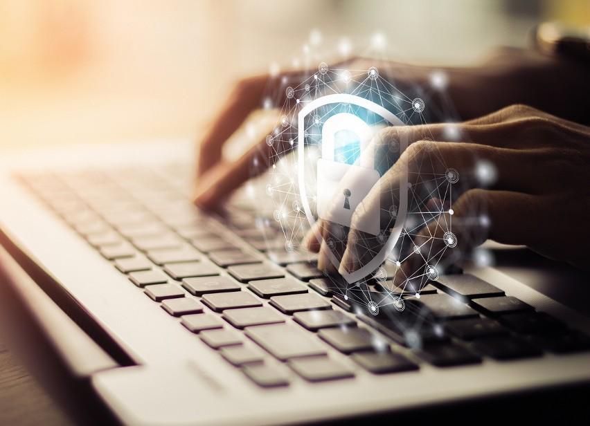 Fala cyberataków na małe i średnie firmy przyszła wraz z pandemią — co Ci grozi?