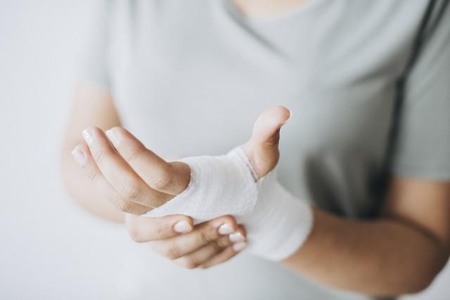 Według GUS aż 70 proc. interwencji ratowników medycznych dotyczy wypadków, do których doszło w domu. Oto miejsca i przedmioty w naszych domach, które co roku kaleczą i zabijają setki osób.