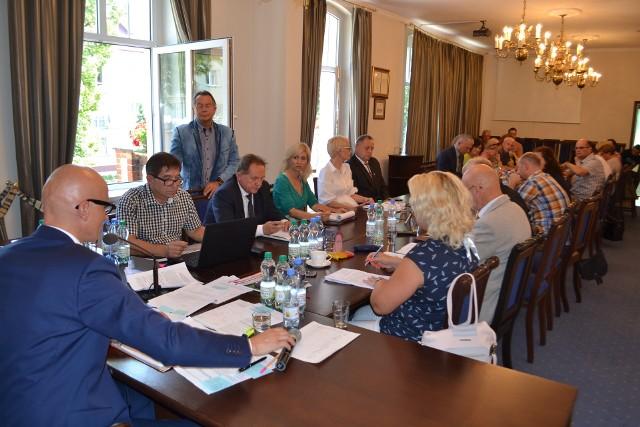 W wyborach do Rady Miejskiej w Lublińcu do wzięcia było 21 mandatów.