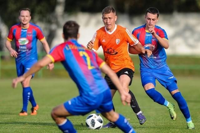 Ruch i Starowice jesienią rywalizowały w 3 lidze. Teraz mają przystąpić do zmagań poziom niżej.