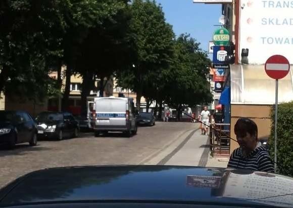 Policja sprawdza czy policjant jadąc pod prąd złamał prawo