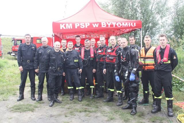 St. bryg. Adam Wilk (trzeci z lewej) został zastępcą śląskiego komendanta wojewódzkiego PSP. Wcześniej pełnił służbę m.in. w KM PSP w Bytomiu.