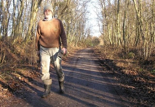 Edward Szepel na rowerowym szlaku turystycznym.