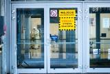 Coraz mniej zajętych łóżek w szpitalu tymaczasowym na terenie Międzynarodowych Targów Poznańskich