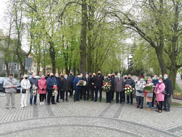Pod pomnikiem Obrońców Inowrocławia odbyła się uroczystość z okazji Święta Pracy zorganizowana przez lewicę powiatu inowrocławskiego