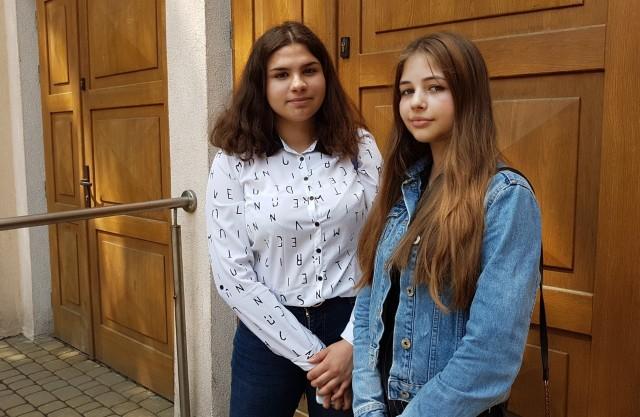 Tegoroczne ósmoklasistki - Magdalena i Emilia,  SP nr 19