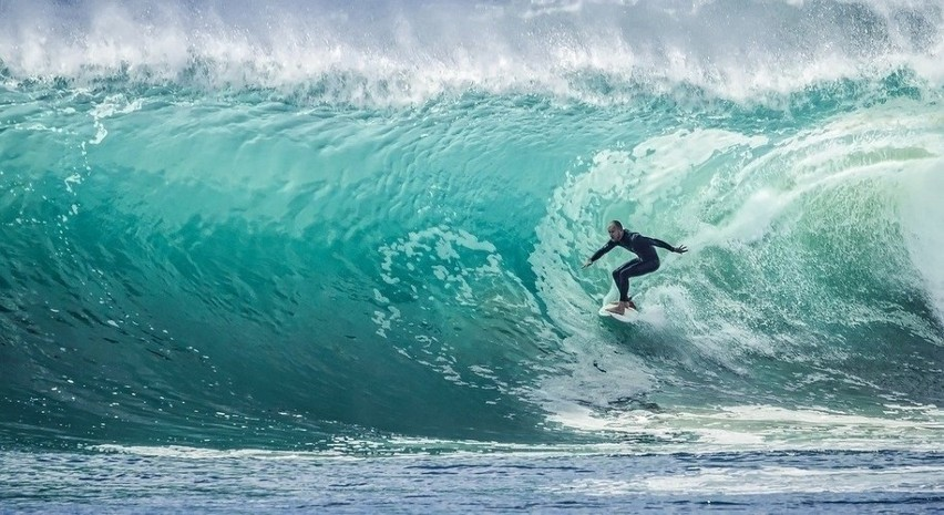 b]SURFING[/b]...