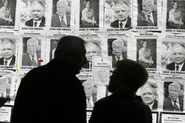 W tamtych dniach miliony Polaków czciły 96 ofiar katastrofy. W uroczystościach przed rzeszowską farą wzięły udział tysiące mieszkańców miasta i regionu.