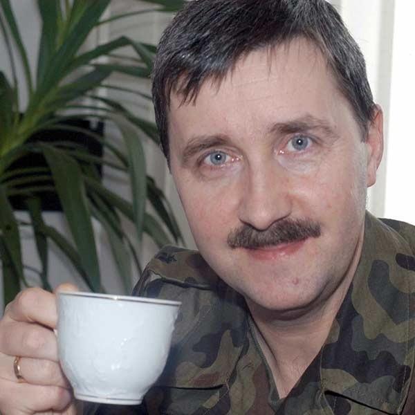 """Standard młodości wojskowej - kotlet mielony, ziemniaki, grochówka, barszcz lub jarzynowa. I żołnierskie zupy """"na winie"""", czyli """"co się nawinie"""" - mówi generał bryg. Janusz Bronowicz."""