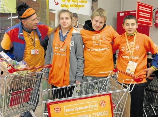 W zbiórkę żywności zaangażowało się ponad 60 wolontariuszy