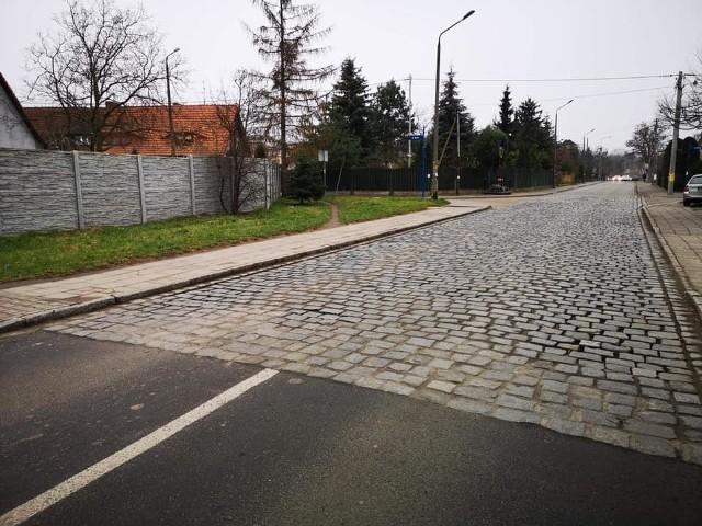 Ulicę Złotnicką we Wrocławiu czeka drugi etap wymiany nawierzchni.