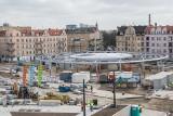 Trwa przebudowa rynku Łazarskiego w Poznaniu. To miejsce zmienia się każdego dnia, nie przypomina tego sprzed roku. Przekonaj się