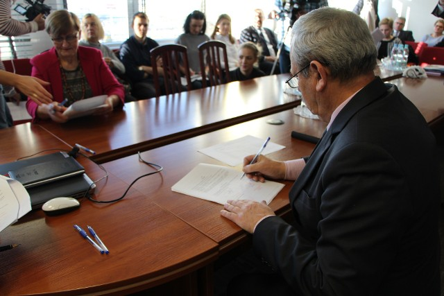 Chcemy, żeby rynek powstał w przyszłym roku  - mówi  Radosław Dobrowolski, burmistrz Supraśla (z lewej)