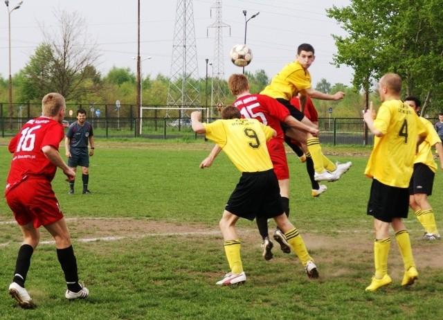 Stal II Mielec - Zryw DzikowiecW meczu debickiej okregówki rezerwy Stali Mielec przegraly ze Zrywem Dzikowiec 0-2.