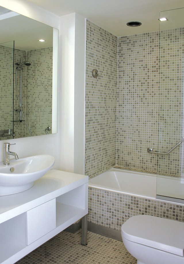 Łazienka po remonciePorównywanie podobnych produktów w sklepach internetowych i tradycyjnych pozwala na poczynienie sporych oszczędności.