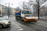 Zima nieśmiało zaatakowała krakowskie ulice. Niebezpiecznie na mostach i stromych, krętych drogach