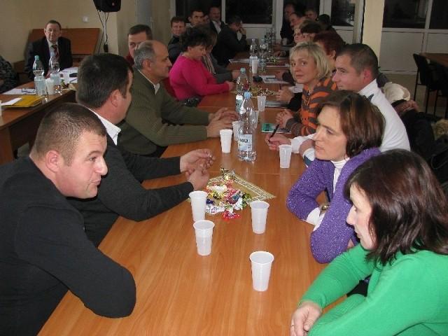 Ustalenie stawek opłat za odpady komunalne w gminie Rząśnik wywołało dyskusję, również wśród sołtysów