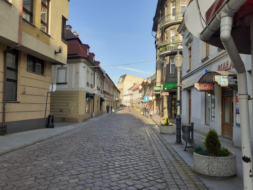 Centrum Bielska-Białej nadal wyludnione.Zobacz kolejne zdjęcia. Przesuwaj zdjęcia w prawo - naciśnij strzałkę lub przycisk NASTĘPNE