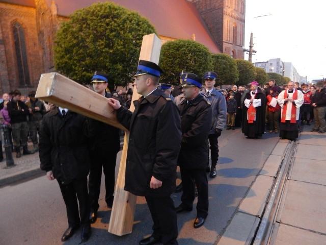 Droga Krzyżowa sprzed katedry wyruszyła tuż po 20.00