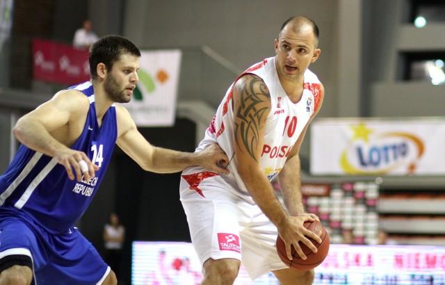 Szymon Szewczyk (z piłką) niedawno awansował z reprezentacją na ME.