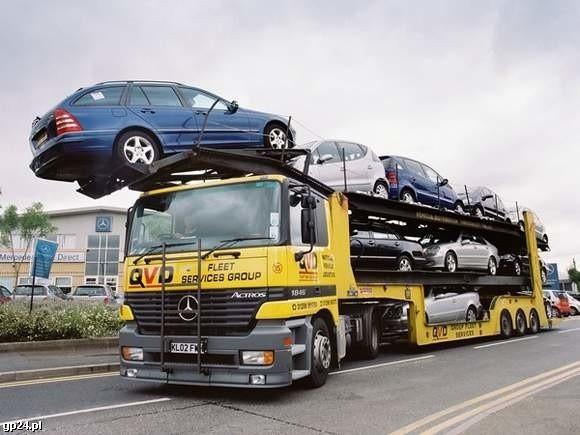 Prywatny import aut, choć wciąż duży, od zeszłego roku spadł o ponad 40 procent