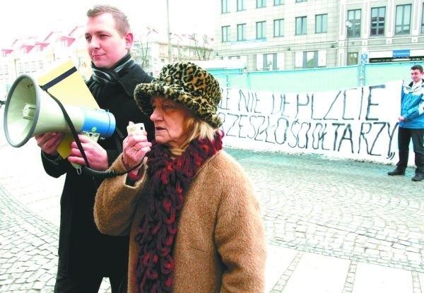 Podczas happeningu w centrum zbierano podpisy pod petycją w sprawie przeniesienia