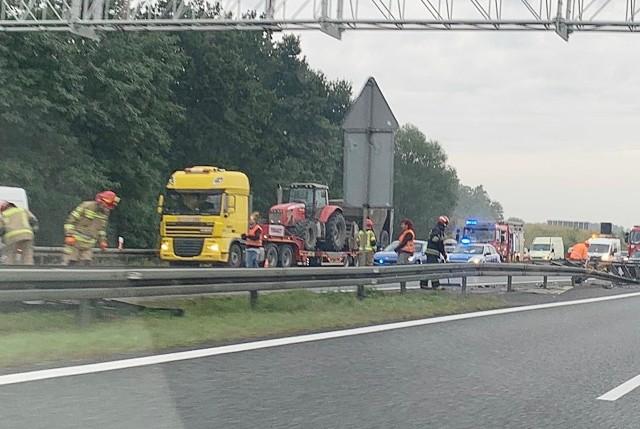 Wypadek na A4 w Rudzie Śląskiej w kierunku na Wrocław. Zobacz kolejne zdjęcia. Przesuwaj zdjęcia w prawo - naciśnij strzałkę lub przycisk NASTĘPNE