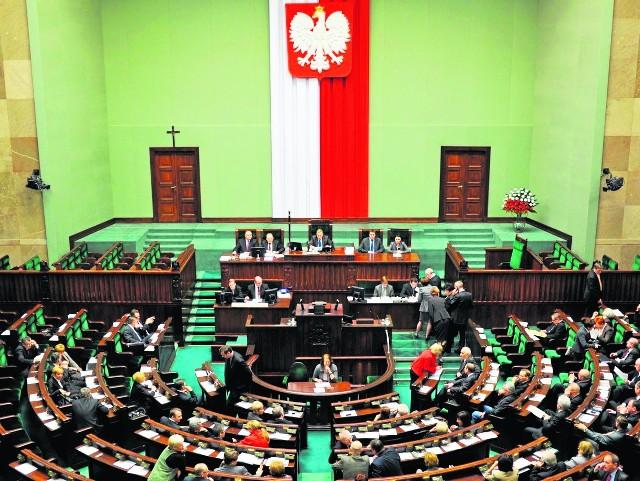 Wkrótce w ławach parlamentarnych zasiądą nowi posłowie i senatorowie. Kto z naszego regionu sięgnie po władzę? Będzie wiadomo po 25 października.