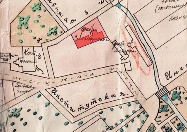 Mapa Białegostoku z około 1914 r., na której zaznaczono posesję Tewela Słonimskiego z dwoma budynkami przędzalni i tkalni. Na południe od niej położona była nieruchomość przy ul. Kilińskiego 8, należąca w latach 1909-1941 do syna Tewela, Gdala Słonimskiego.
