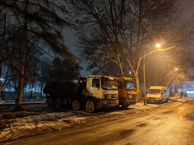 Na razie zamiast parku przy ulicy Fabrycznej jest parking dla ciężarówek