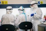 Koronawirus w Małopolsce. Przerażeni ludzie chcą się sami leczyć w domu, wykupując sprzęt medyczny. Lekarze alarmują: to niebezpieczne!