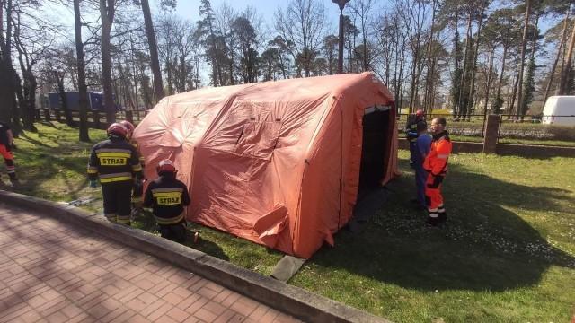 Łącznie przy lecznicach na Opolszczyźnie rozstawiono 18 namiotów pneumatycznych.