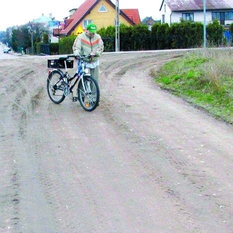 Ulice Kwaśna i Młodości wyglądają, jak wiejskie drogi. A to niemal samo centrum Augustowa.
